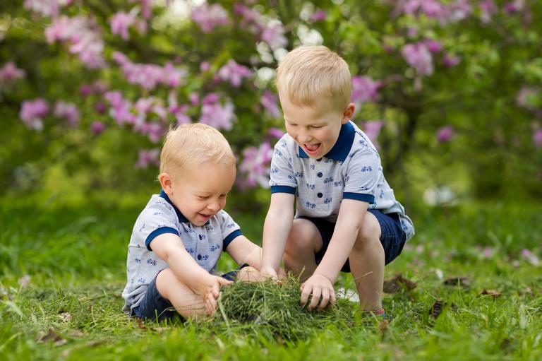 plenerowe sesje rodzinne pszczyna 01(pp w768 h511) Plenerowa sesja dziecięca kuzynostwa