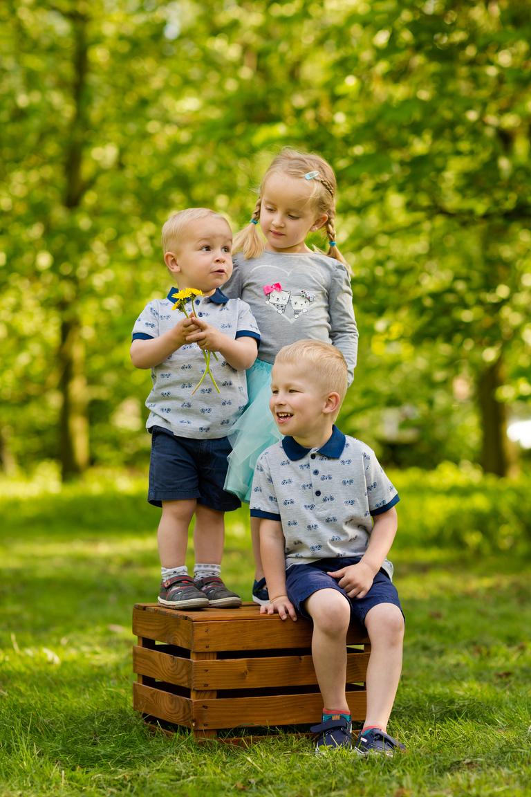 plenerowe sesje rodzinne pszczyna 03(pp w768 h1152) Plenerowa sesja dziecięca kuzynostwa